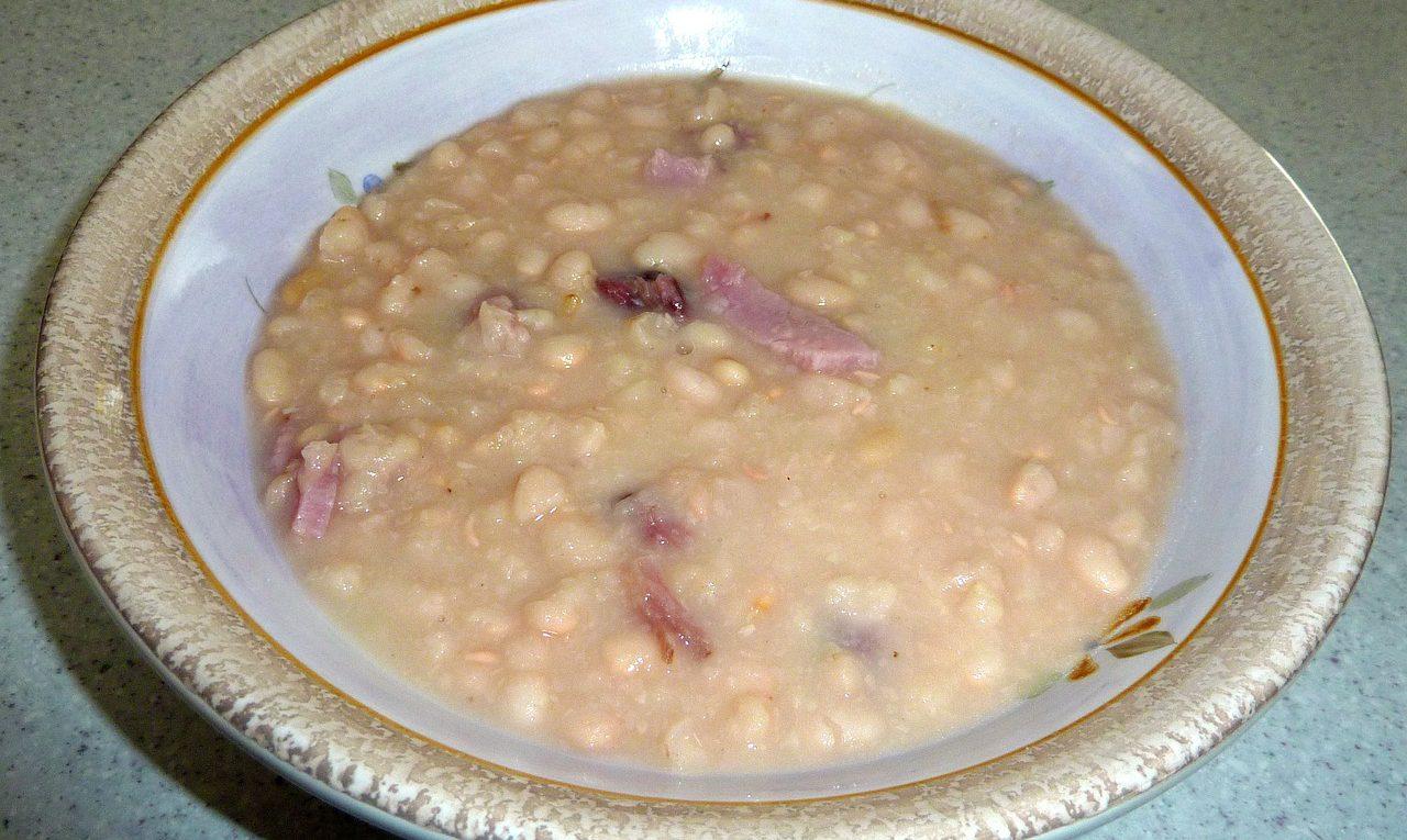 Простой рецепт фасолевого супа