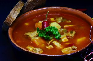 Суп гуляш из говядины по венгерски